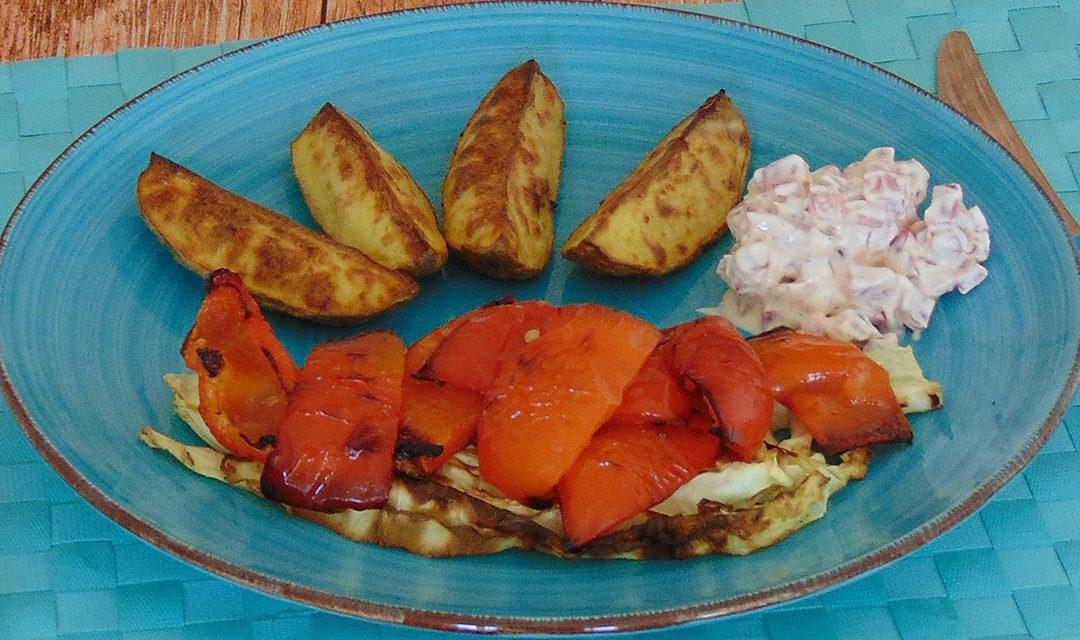 Grillkartoffeln mit Paprika und Spitzkohl